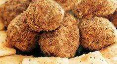 Biltong en Roomkaas Truffels Die lekkerste vinger happie,langs die braai of waar ook al, lekker ! South African Recipes, Ethnic Recipes, Africa Recipes, Kos, Chocolate, Biltong, Zucchini Bread, Party Snacks, Party Appetizers