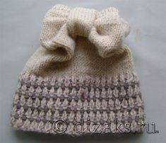 how to tie a hat with a bow with knitting needles Crochet Beanie, Knitted Hats, Knit Crochet, Crochet Hats, Knitting Needles, Baby Knitting, Kids And Parenting, Tricks, Headbands