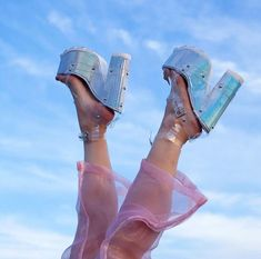 hurt me harder ! Glitzy Glam, Catty Noir, House Of Beauty, Blue Aesthetic, Monster High, Aesthetic Pictures, Color Inspiration, Passion For Fashion, Me Too Shoes