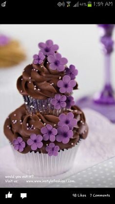 I purple and chocolate - this is tooo beautiful! - Violet and Chocolate Couture Cupcakes, a cupcake on top of another :) Cupcakes Au Cholocat, Cookies Cupcake, Cupcakes Flores, Pretty Cupcakes, Beautiful Cupcakes, Yummy Cupcakes, Cupcake Cakes, Flower Cupcakes, Chocolate Cupcakes
