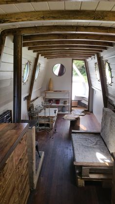 Creative & Cozy Caravan/RV/Boat Interior Design Ideas - napier news Canal Boat Interior, Narrowboat Interiors, Houseboat Living, Houseboat Ideas, Floating House, Tiny House Movement, Boat Building, House Building, Building Ideas