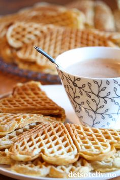 Surmelksvafler | Det søte liv Waffle Recipes, Afternoon Snacks, Tea Time, Kefir, Waffles, Baking, Breakfast, Desserts, Food