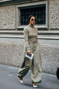 Milan Fashion Week Street Style Just Landed — and We Are Here For All the Outfit Inspo Milan Fashion Week Street Style, Street Style Trends, Spring Street Style, Fashion Milan, Street Style Women, Mode Outfits, Grunge Outfits, Fashion Mode, Womens Fashion