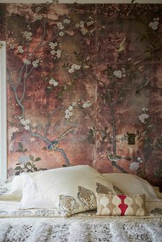 Home of Erica Tanov love the antique chinoiserie wall hanging behind the bed Tapetes Vintage, Shabby Chic Tapete, Interior And Exterior, Interior Design, Bedroom Decor, Wall Decor, Bedroom Lighting, Basement Bedrooms, Wall Murals
