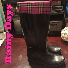 ☔️Great Black + Pink Plaid Rain Boots (Pls Read)☔️ These are a pair of very slightly used (maybe wore 2-3 times outside) black with pink plaid fold over top rain boots. - Size 6 but fit more like a 6 1/2 Shoes Winter & Rain Boots