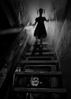 2 creeeeeps me out b w on pinterest clowns charlie mccarthy and vintage halloween costumes. Black Bedroom Furniture Sets. Home Design Ideas