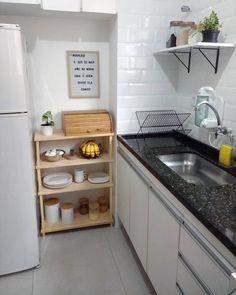 Cozinha simples: 60+ inspirações para você! Home Decor Kitchen, Kitchen Interior, Home Kitchens, Kitchen Design, Minimalist Home Decor, Minimalist Kitchen, Home Room Design, House Design, Sweet Home
