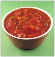 1/2 rode, groene en gele paprika 1 ajuin 1 teentje look 5 eetlepels ketchup (tomaat) 1 klein blikje tomatenpuree (70g) 10 cl water 1/4 bouillonblokje (kip) 1 eetlepel azijn 2 eetlepels kristalsuiker 1 koffielepel aardappelzetmeel, opgelost in 40 ml water 2 koffielepels hot chilisaus (kan je eventueel vervangen door een beetje sambal, paar druppeltjes tabasco) … Sauce Recipes, Crockpot Recipes, Barbecue Wedding, Bbq, Gluten Free Sauces, Marinade Sauce, Good Food, Yummy Food, Homemade Dressing
