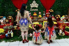 Lindos vestidos em renda e detalhes em pérolas. Super luxo para festas de princesa!!!    O kit inclui um vestido mãe e um filha.