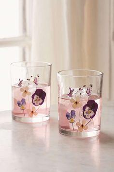 Pressed Floral Glasses Set £14/2 st från UrbanOutfitters
