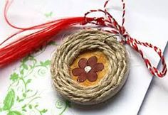 Imagini pentru martisor din pene Baba Marta, 8 Martie, Light In The Dark, Quilling, Origami, Diy And Crafts, Projects To Try, Traditional, Spring