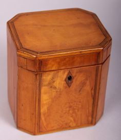 Fine quality George III period satinwood small octagonal tea-caddy. Good condition with some shrinkage on the sides and back.  British. Circa 1790