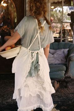 i am in DIRE NEED of this apron. please.
