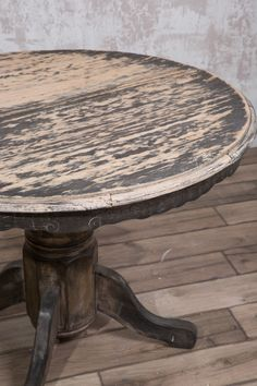 How to achieve the Driftwood look the easy way • Fusion™ Mineral Paint Chalk Paint Dining Table, Painted Kitchen Tables, Diy Dining Table, A Table, Dining Room, Restoring Old Furniture, Furniture Fix, Diy Furniture Easy, Furniture Makeover