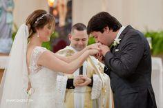 {Samuel Marcondes Fotografias} Fotografia de casamento em Guaxupé, Minas Gerais. Camila e Paulinho.  Bride and Groom - Ceremony