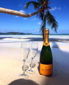"4,093 aprecieri, 61 comentarii - CHAMPAGNE WORLDWIDE© (@champagneworldwide) pe Instagram: ""Smell the sea, feel the sand, enjoy the view ☀ ••••••••••••••••••••••••••••• ✅ Tag…"""