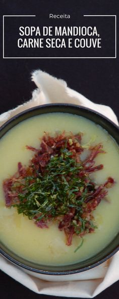 Receita de sopa de mandioca com carne seca e couve crisp