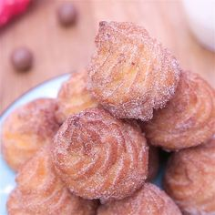 Revisit the churros by making balls with a heart flowing to the Maltesers! Easy Cookie Recipes, Sweet Recipes, Baking Recipes, Dessert Recipes, Apple Recipes, Delicious Desserts, Yummy Food, Buzzfeed Tasty, Food Videos