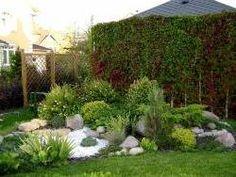 Альпинарий, выполненный из разных по размеру камней, имеет высокую эстетическую привлекательность, а посадка декоративных растений усиливает декоративный эффект