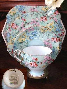 Shelley China – Elegant English china in exquisite floral chintz patterns and art deco style. Antique China, Vintage China, Teapots And Cups, China Tea Cups, Vintage Dishes, Vintage Teacups, My Cup Of Tea, China Patterns, Tea Cup Saucer