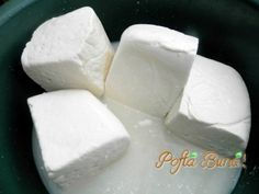 branza-in-saramura-pofta-buna-gina-bradea (2) Cheese Recipes, My Recipes, Healthy Recipes, How To Make Cheese, Food To Make, Romanian Food, Romanian Recipes, Homemade Butter, Desert Recipes