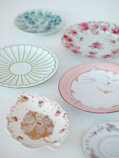 pretty plates from holly becker at haus maus Vintage Plates, Vintage Dishes, Vintage China, Vintage Tea, Vintage Pyrex, Unique Vintage, Vintage Designs, Plates And Bowls, Cake Plates