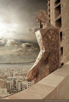 Prachtige foto gemaakt vanaf de Sagrada Familia, achter de rug van de hemelvarende Jezus Christus. (via Flickr.com)