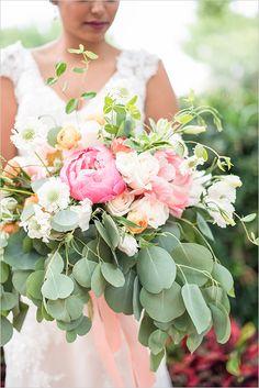 blush and peach bouquet @weddingchicks
