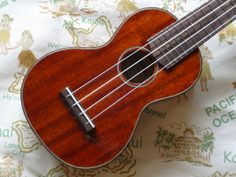 Eastman Guitars - Solid Mahogany Ukulele