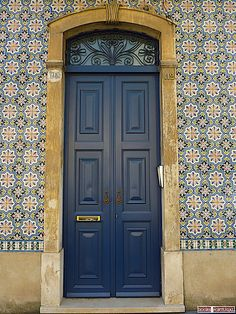 Door in a tiled wall with portuguese azulejos, Coimbra-Portugal (Photo © Doors Portugal)   ..rh