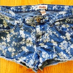 Floral Print Jean Shorts White floral print. Jean shorts. Torn style ends. Button. Front/back pockets. Used. Fits a size small. Mudd Shorts Jean Shorts