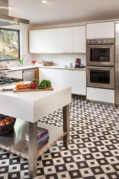 Bright and Airy Kitchen. Improve the look of your space in minutes with Granada Tile's Serengeti pattern! Photographer: Grey Crawford #floortiles #kitchenideas Best Flooring, Vinyl Flooring, Kitchen Flooring, Contemporary Kitchen Design, Modern Contemporary, Encaustic Tile, Linear Pattern, Concrete Tiles, Waterproof Flooring