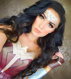 Wonder Woman More - COSPLAY IS BAEEE! Tap the pin now to grab yourself some BAE Cosplay leggings and shirts! From super hero fitness leggings, super hero fitness shirts, and so much more that wil make you say YASSS! Costume Halloween, Halloween Inspo, Halloween Outfits, Halloween Makeup, Halloween Party, Wonder Woman Halloween Costume, Halloween 2018, Wonder Woman Makeup, Wonder Woman Cosplay