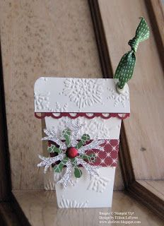 Christmas tag, Cut a piece of c/s x and score it at You then open up the tag and the cut an angle off from the fold. The belly . Christmas Paper Crafts, Christmas Gift Tags, Xmas Cards, Handmade Christmas, Holiday Cards, Gift Cards, Christmas Coffee, Christmas Trees, Diy Christmas