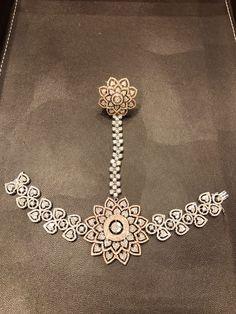 Hand Jewelry, Jewelry Art, Antique Jewelry, Jewelry Design, Fashion Jewelry, Diamond Choker, Diamond Jewelry, Ring Bracelet, Bangle Bracelets