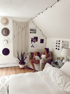 60 inspiring decoration ideas for your dorm room 15 60 Inspiring Decoration Ideas For Your Dorm Room > Fieltro.Ne The post 60 inspiring decoration ideas for your dorm room 15 appeared first on Design Ideas. Decor Room, Living Room Decor, Wall Decor, Small Bedroom Decor On A Budget, Tumblr Room Decor, Surf Decor, Living Rooms, Home Decor, Boho Dorm Room
