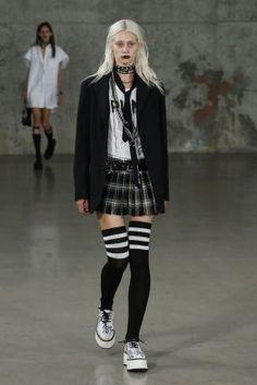 RTW Frühling 2017 - Fashion loves, needs, wants - Punk Alternative Outfits, Alternative Mode, Alternative Fashion, Punk Mode, Mode Emo, Harajuku Mode, Harajuku Fashion, Haute Couture Style, Dark Fashion