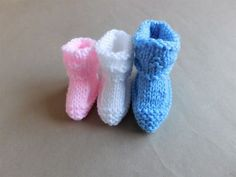 Today's free pattern is Charlie Baby Bootees in three sizes ~ premature baby, newborn and 3months     Charlie Baby Bootees Charl...
