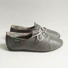 shoes 8 8.5 / vintage gray oxford flats / 80s 1980s by OldBaltimoreVintage, $33.00