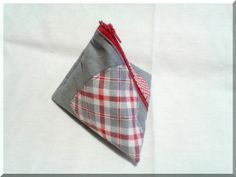 Porte monnaie ou pochette de rangement berlingot en tissu gris garni de coeurs : Porte-monnaie, portefeuilles par aliciart