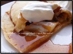 crepes de kéfir com maçã caramelizada e iogurte grego natural