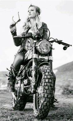 Adventure girl looking for motorcycling adventure?Adventure girl l Cafe Racer Girl, Lady Biker, Biker Girl, Up Auto, Chicks On Bikes, Motorbike Girl, Triumph, Scooter Girl, Ducati Monster