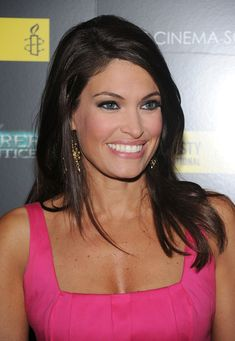 Kimberly Guilfoyle Medium Layered Cut - Kimberly paired her gold dangle earrings with a side swept shoulder length hairdo. Side Bangs Hairstyles, Short Bob Hairstyles, Haircuts, Medium Layered, Layered Cuts, 100 Human Hair, Human Hair Wigs, Wig Styles, Short Hair Styles