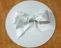 How To Make a Gumpaste Bow - Cake Central Community  Very good tutorial.