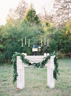 """When it comes to stylingwinter celebrations, I fall into the mindsetof """"opposites attract."""" Take this holiday-inspired shoot from the fabulous Cedarwood Weddings,Designs In PaperandJulie Paisley. It's metallicsand glam paired up with natural, organic elements andfresh foliage galore. Rustic and modern and"""
