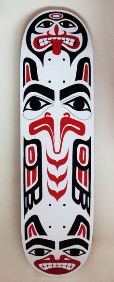 Whoever designed this did a wonderful job. It is perfectly symmetrical and there are even places for the wheels to go. The design also looks like a Native American totem pole which is pretty awesome. Skateboard Deck Art, Skateboard Design, Native Art, Native American Art, Tatouage Haida, Haida Art, Skate Art, Skate Decks, Indigenous Art
