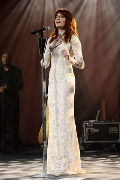 Florence Welch on Gearing Up for Lollapalooza, Meeting Justin Timberlake    Read more: http://www.rollingstone.com/music/news/florence-welch-talks-lollapalooza-meeting-justin-timberlake-20120517#ixzz1vA98eRSS