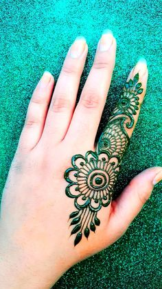 Mehndi Art, Henna Mehndi, Hand Henna, Mehandi Design For Hand, Designs Henna, Makeup Inspiration, Tattoos, Unique, Easy