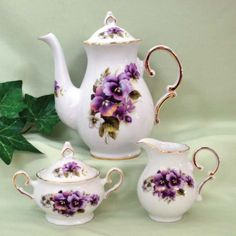 20 oz Teapot with Cream and Sugar Set USA Hand Decorated Porcelain - Roses And Teacups Silver Teapot, Sugar Bowls And Creamers, Cream And Sugar, Kakao, Fine Porcelain, Porcelain Tiles, Pansies, Bone China, Tea Party