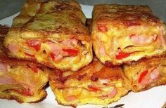 Pita bread with ham and cheese for Breakfast. Russian Dishes, Russian Recipes, Unique Recipes, Quick Recipes, Bolet, Cheese Ingredients, Pita Bread, Ham And Cheese, Winter Food